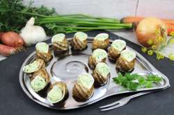 Escargots en coquilles traditionnelles à la Bourguignonne